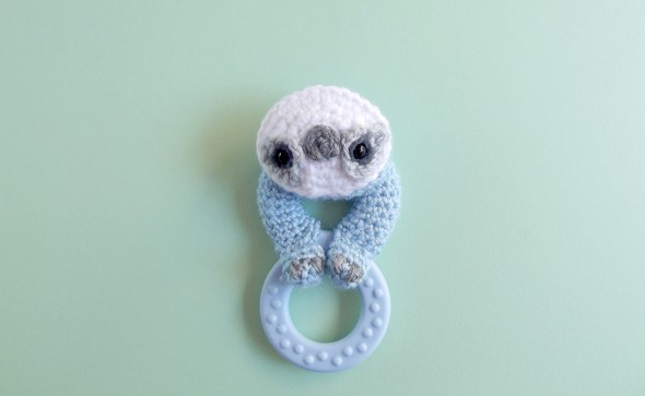 How to crochet around any teething ring for a baby. Free crochet pattern, with a cute sloth face!